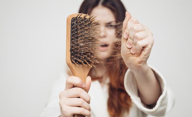 Caduta dei capelli dopo l'estate: ecco come rinforzarli