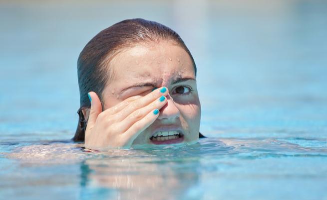 I sintomi e i rimedi per chi soffre di allergia al cloro