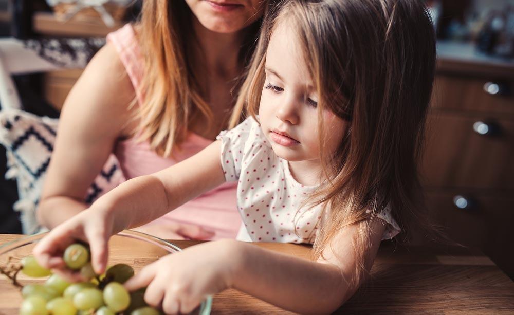 Ecco perché l'uva causa soffocamento nel bambino