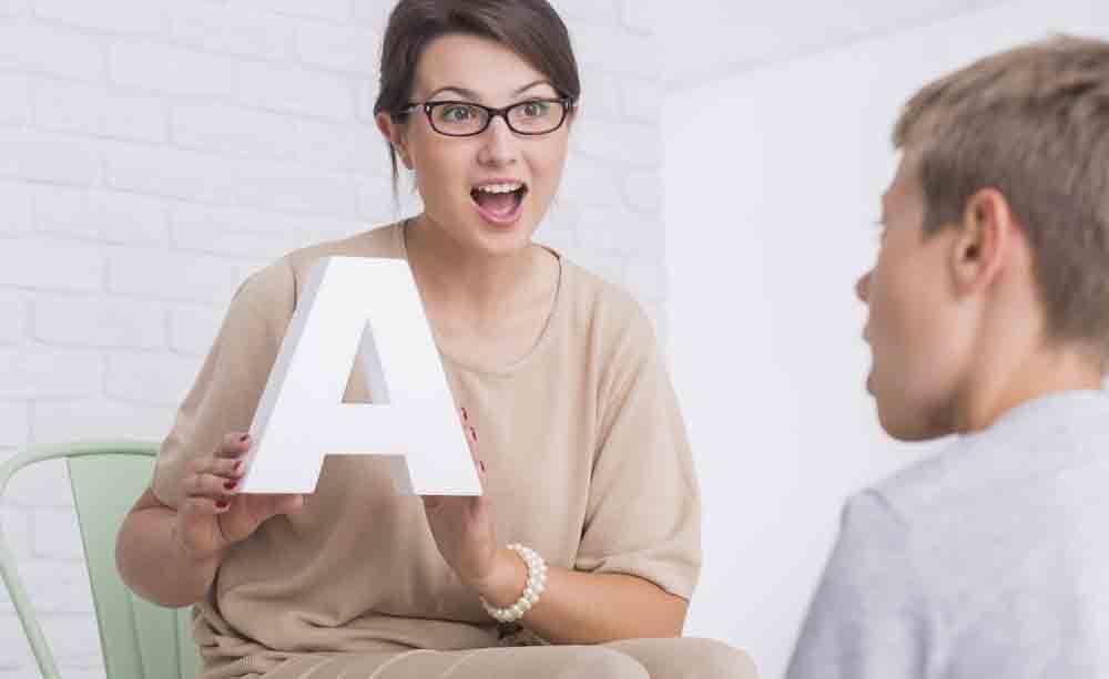 logopedista: quali sono le terapie e a chi si rivolgono