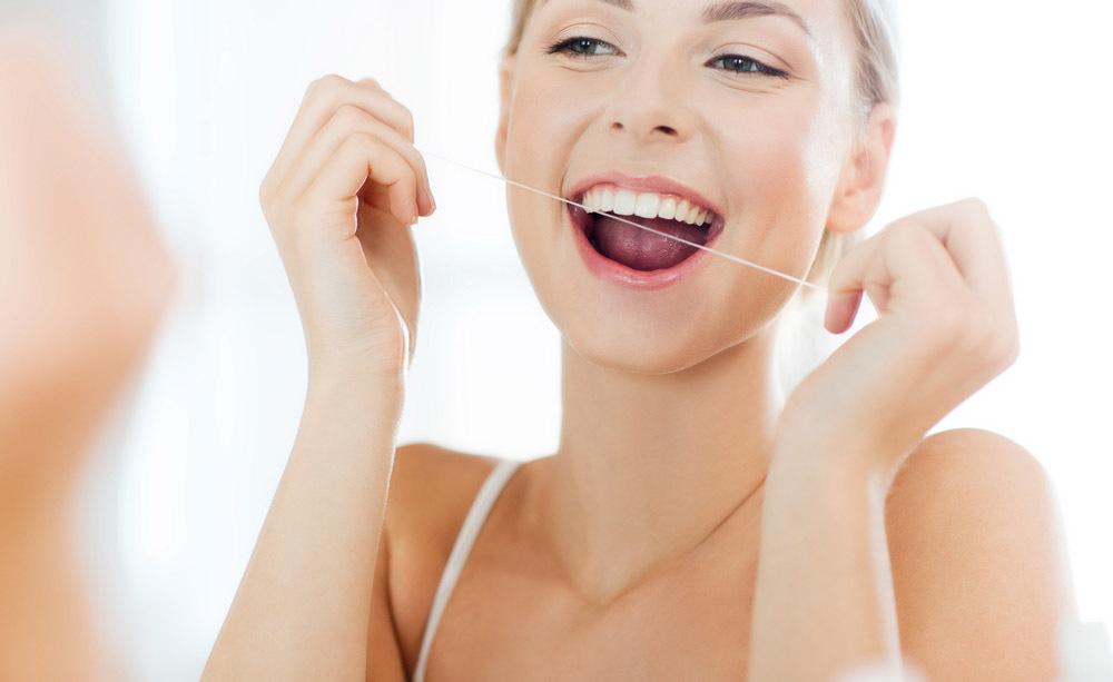 Prevenire la polmonite, grazie a una buona igiene orale.