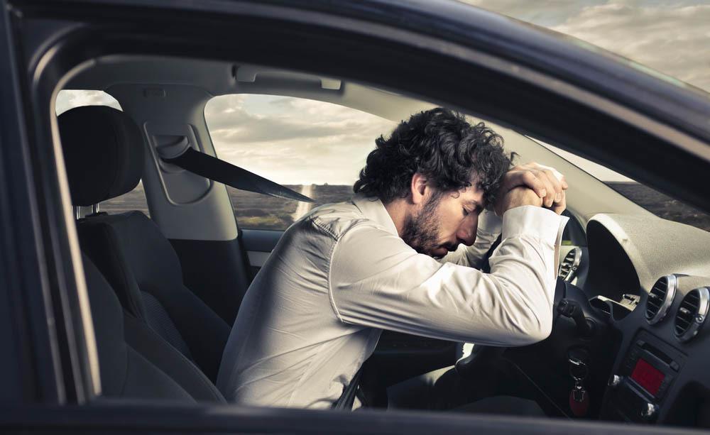 Chi soffre di apnee notturne deve effettuare controlli per il rinnovo della patente