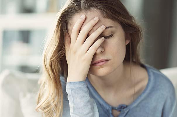 Sbalzi ormonali nelle donne: cause e cure