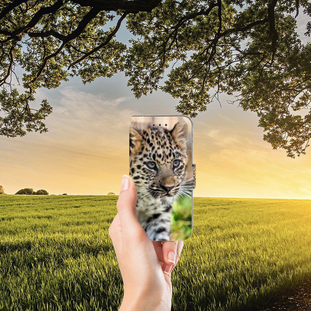 Samsung Galaxy J3 2016 Telefoonhoesje met Pasjes Baby Luipaard