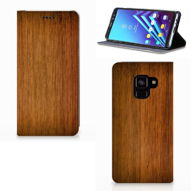 Samsung Galaxy A8 (2018) Uniek Standcase Hoesje Donker Hout