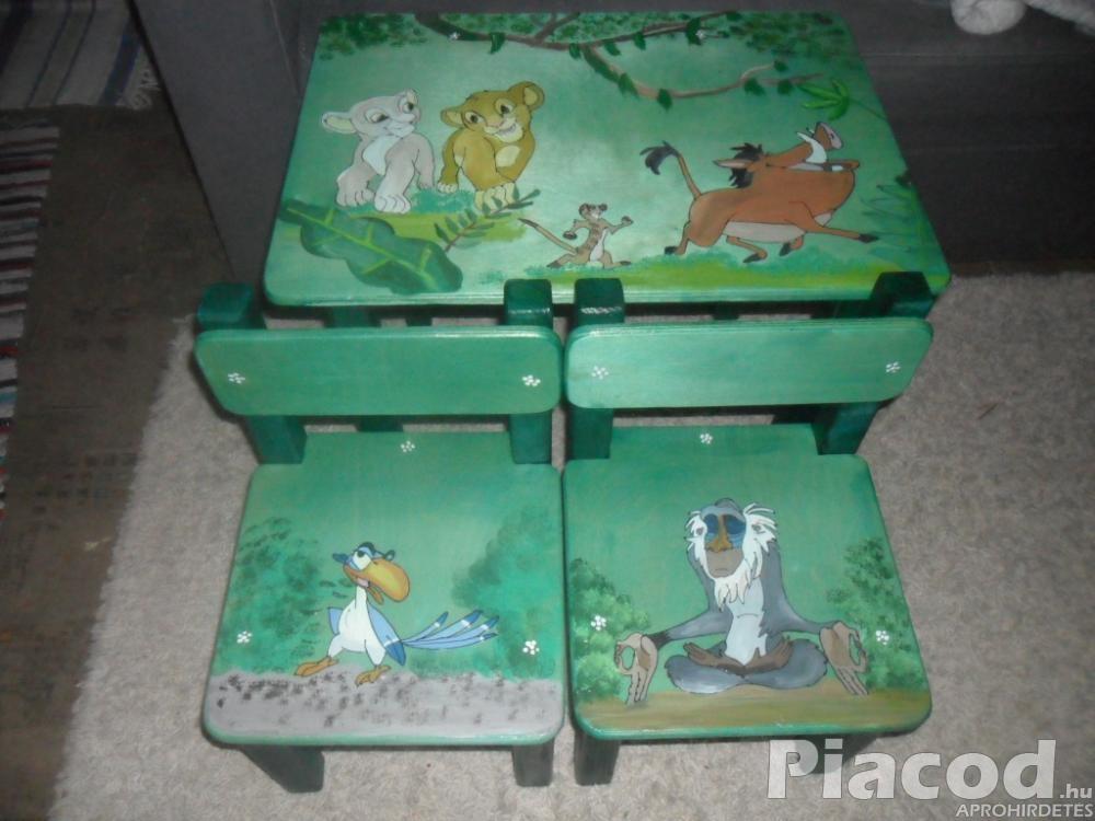 Állatos mesefigurás kézzel festett fa gyerek asztal két székkel