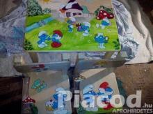 Egyedi festésű fa gyerekasztal és kettő székkel meserészletekkel