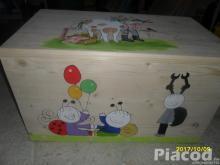 Játéktároló faláda kézzel festve