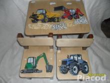 Autós munkagépes mesés fa gyerekasztal két székkel kézi festéssel