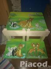 Állatos egyedi festésű  fa gyerek asztal két székkel