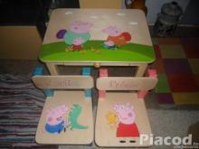 Egyedi festésű fa gyerek asztal két székkel