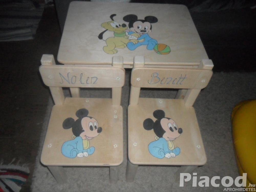 Egyedi kézzel festett fa gyerek asztal két székkel Mickey -s