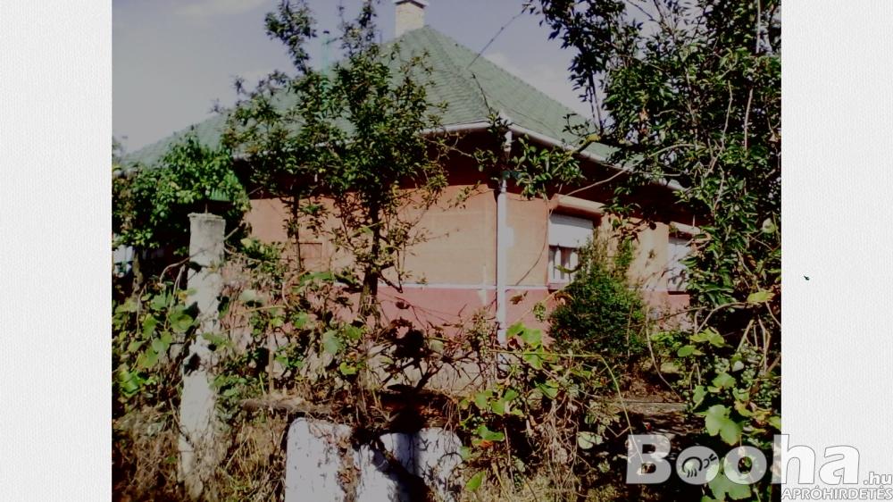 Nyíregyháza-Oros kertvárosban családi ház eladó