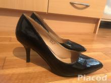 Eladó fekete cipő