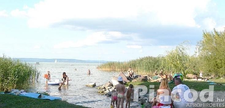 Balatonlellén a strandtól 200 m-re kiadó ház 9 főig családoknak