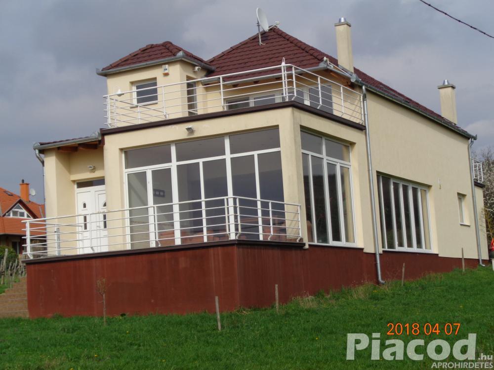 Cserszegtomajon csendes környezetben családi ház eladó