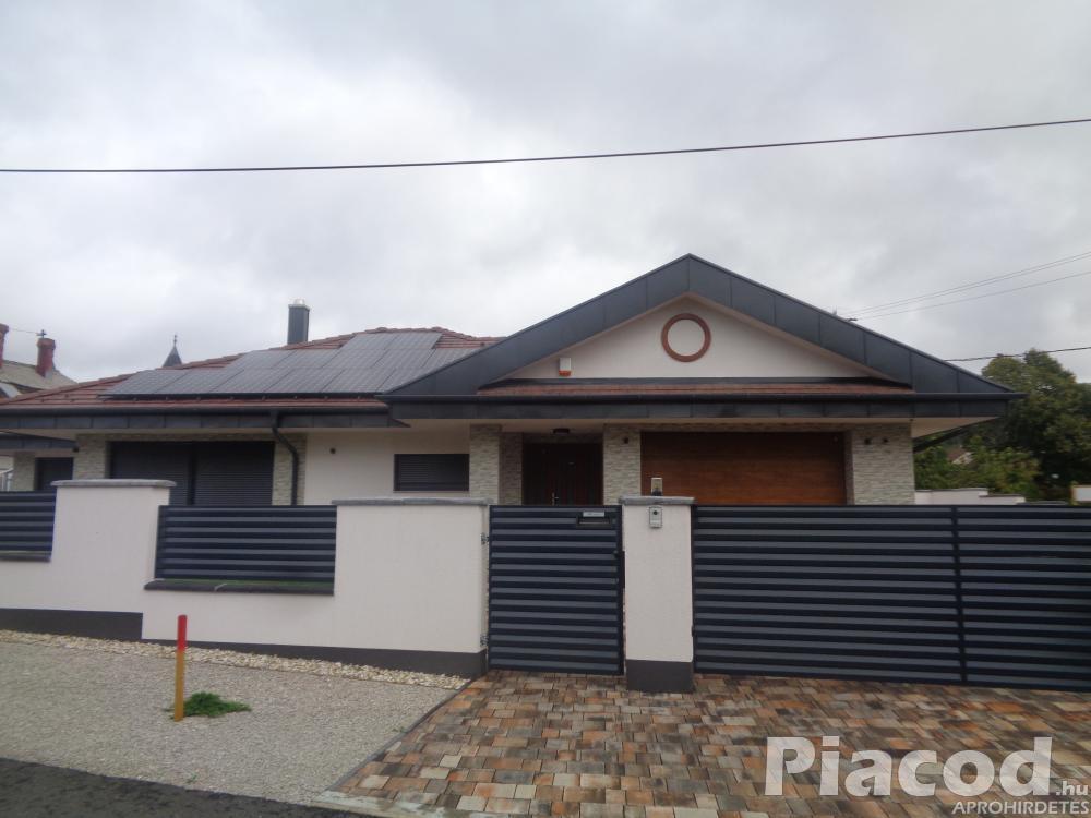 Gyenesdiáson modern, új építésű családi ház eladó