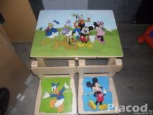 Egyedi fa gyerekasztal két székkel Minnie és Mickey
