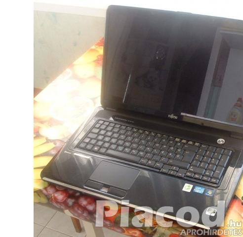 Fujitsu Lifebook nh570 óriás laptop 18,4