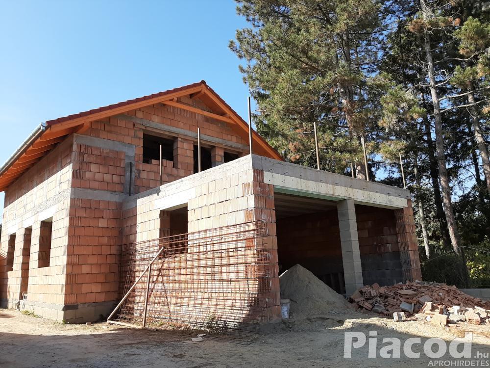 Új építésű családi ház eladó felsőgödön