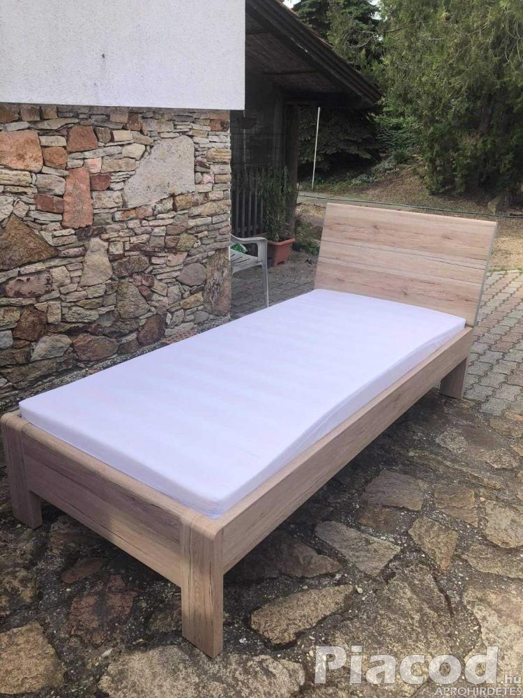 Egyszemélyes ágy matraccal eladó! Új!