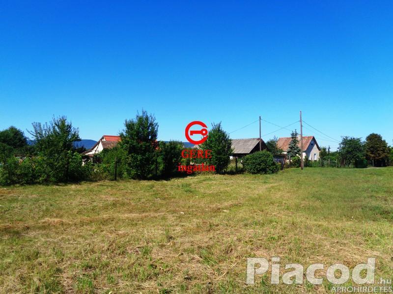 Eladó Vácon a Galsai Kovách Ernő utcában lévő 1125 m2-es építési telek!