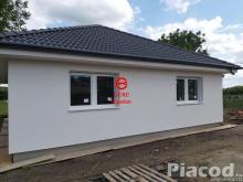 Eladásra kínálok új építésű családi házat Rád településen.