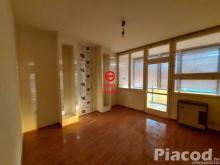 Vácon a Zöldfa utcában magasföldszinti 74 m2-es társasházi lakás eladó.