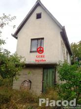 Eladó 1907 m2-es zártkerti telek kis házzal Vácon.