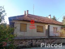 Eladó felújításra szoruló családi ház Szokolya község Hunyadi utcájában. 22 M Ft
