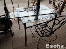 Eladó kovácsolt vas asztal 1 székkel és hozzátartozó polccal