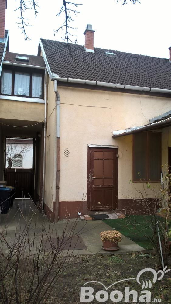 Wekerle szélén 2 szobás 100 m2 alapterületű családi ház eladó