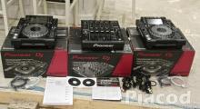 2 Pioneer CDJ2000 and 1 DJM2000