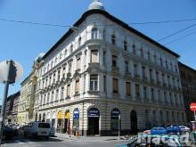 Eladó egy 71m2-es lakás Erzsébetváros egyik legszebb házában.
