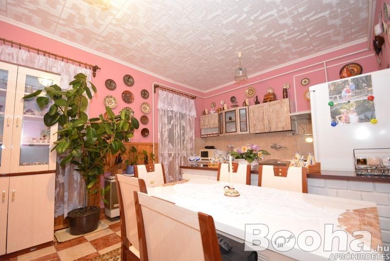 Debrecen Kerekestelepi kertes családi ház
