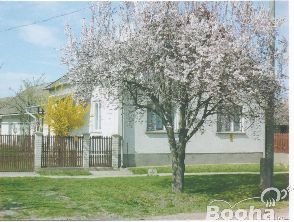 Családi ház Nagyivánban eladó.