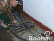 Vizes salétromos fal utólagos szigetelése acéllemezzel,injektálással,fűrészeléssel,aqvapol készülékk