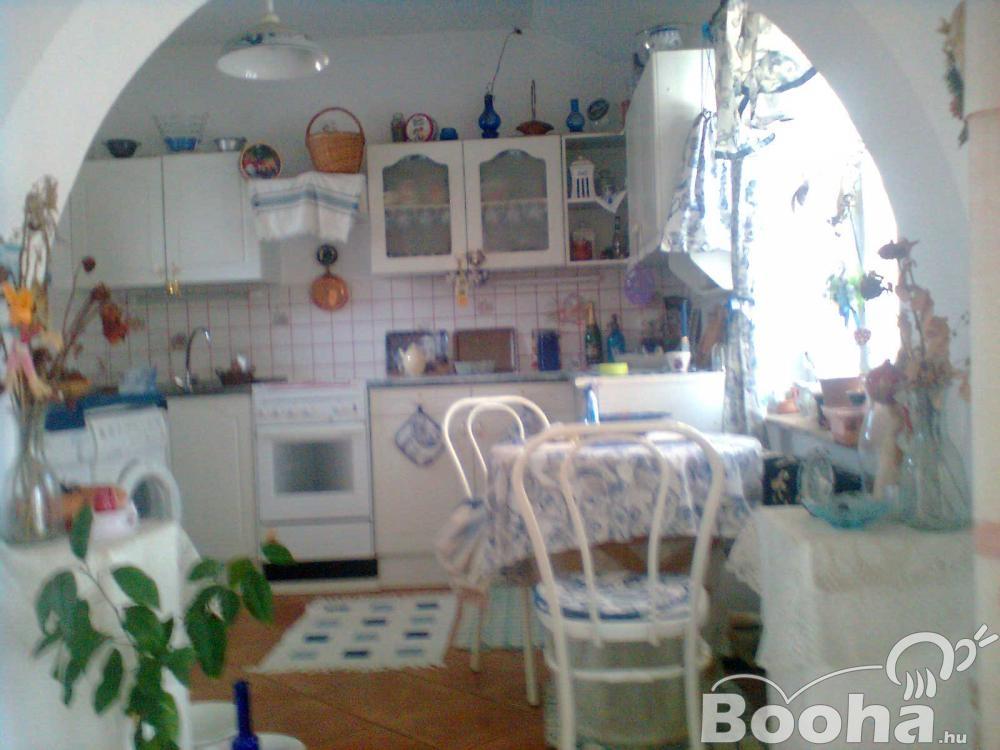Családi ház 2 kerületben  Mária remetei úthoz közel eladó