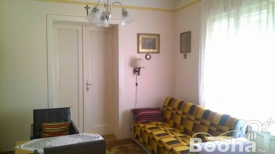 Nagyon kedvező áron eladó 3 szobás családiház