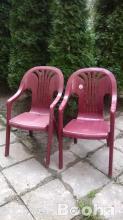 Műanyag székek asztalok eladok.