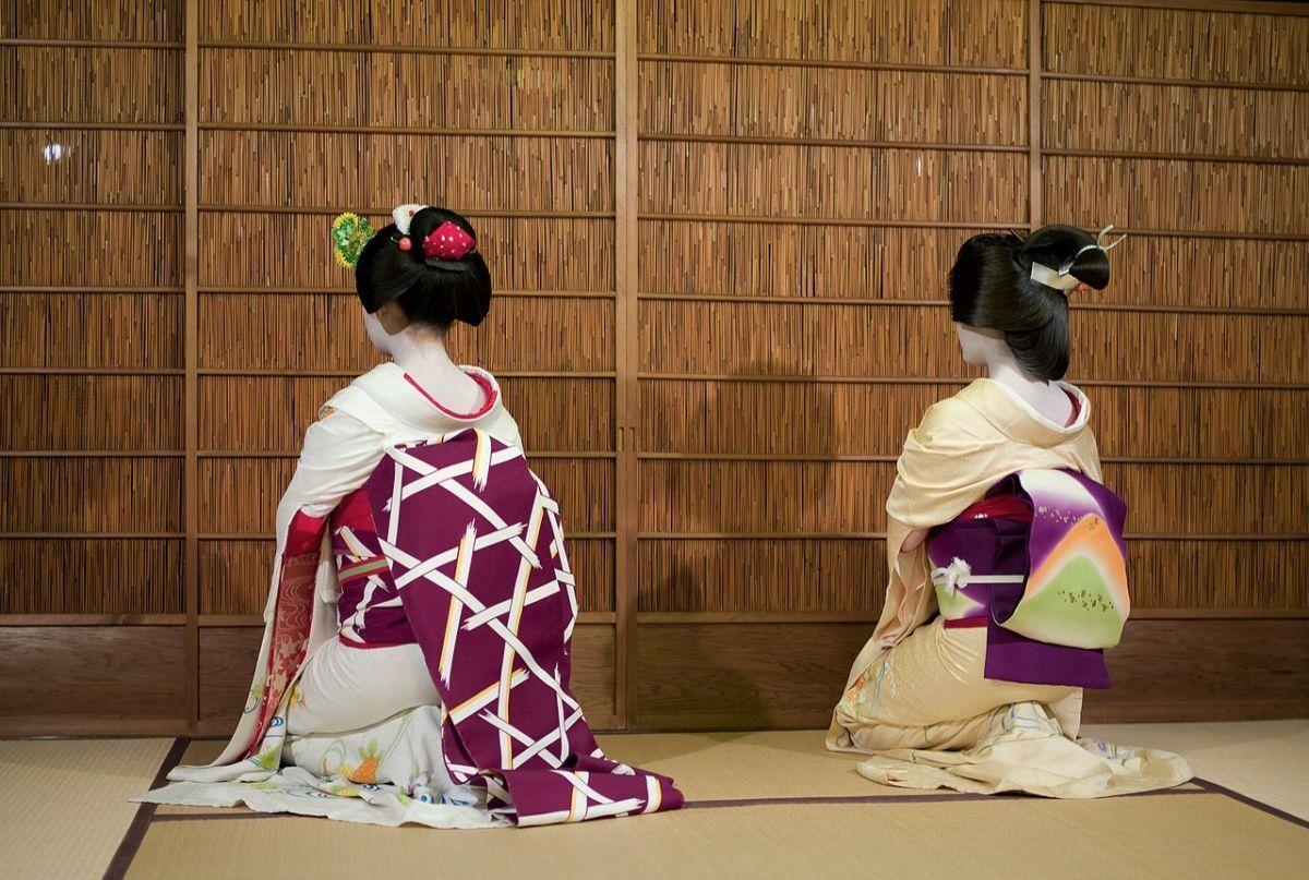 © Wikimedia Commons: Maiko und Geisha