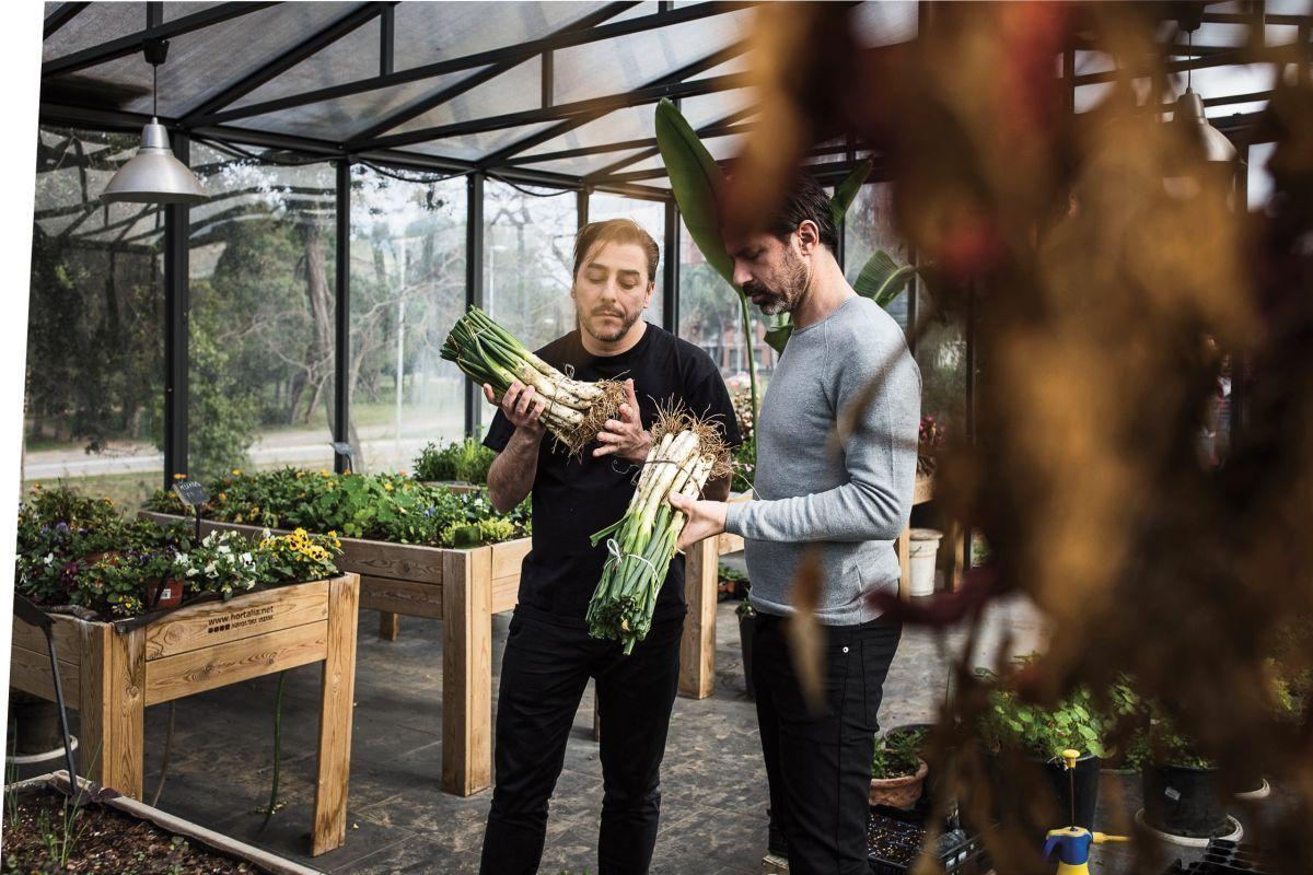Andreas Caminada mit Jordi Roca, einem der drei Brüder Roca, die zusammen das weltbekannte Restaurant Can Roca in Girona betreiben.