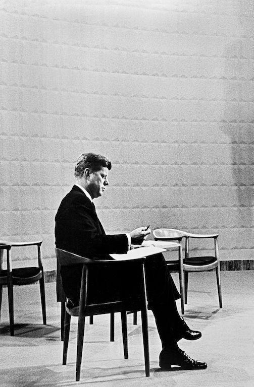 "© PP Møbler: John F. Kennedy auf dem ""runden Stuhl"""