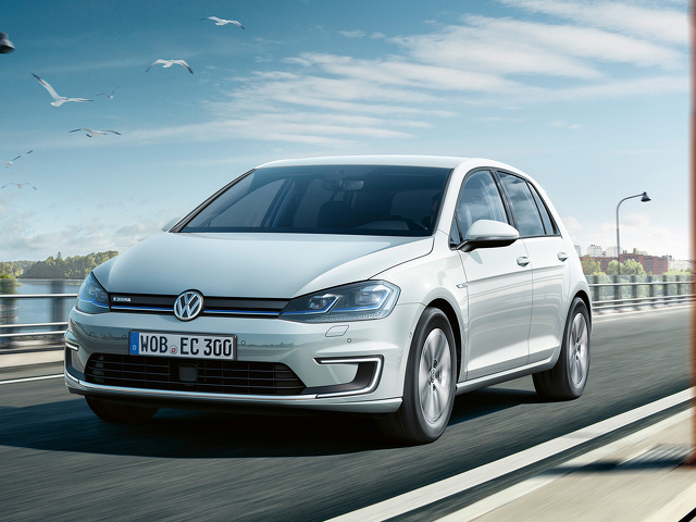Volkswagen_e-Golf_2.jpg