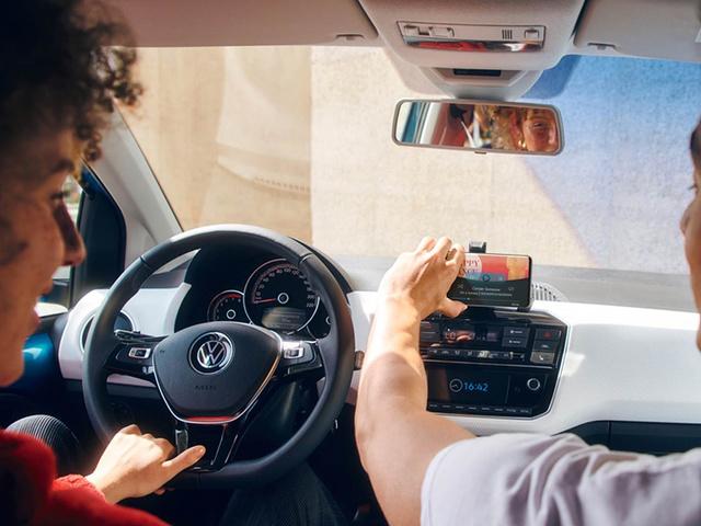 Volkswagen_up_-_2020_-_Smartphone_integratie.jpg