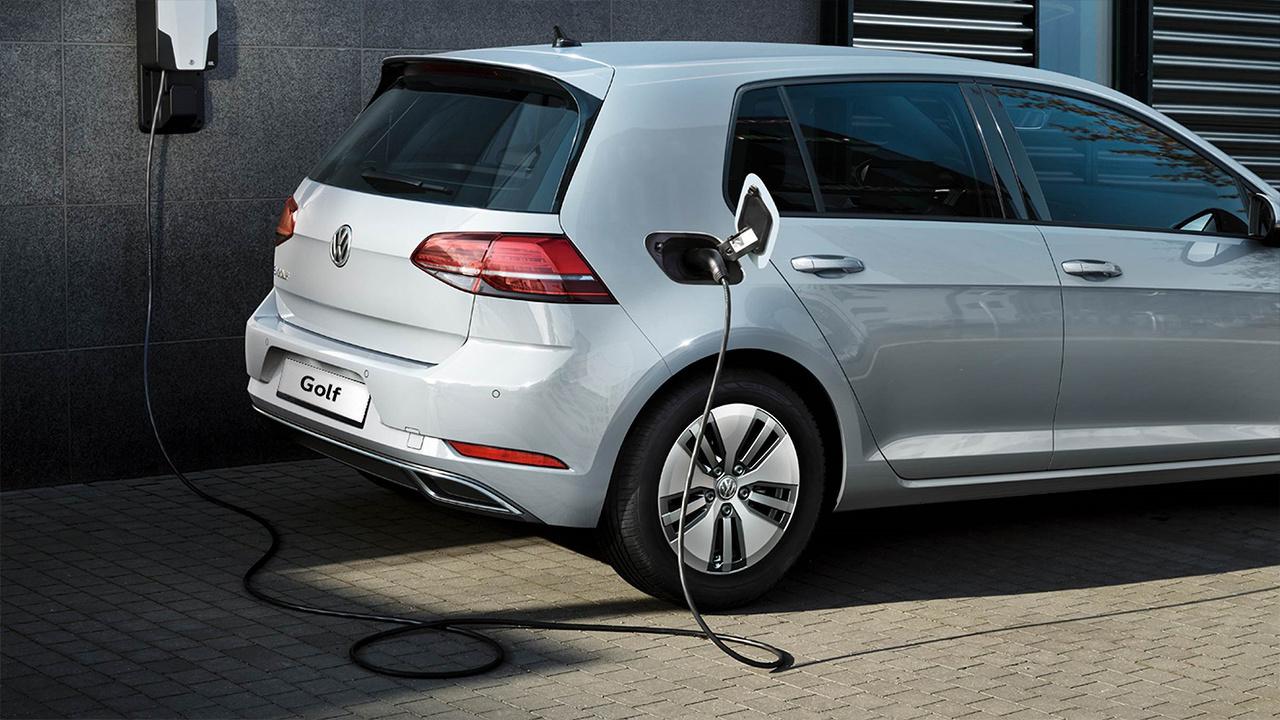 Volkswagen_e-Golf_10.jpg