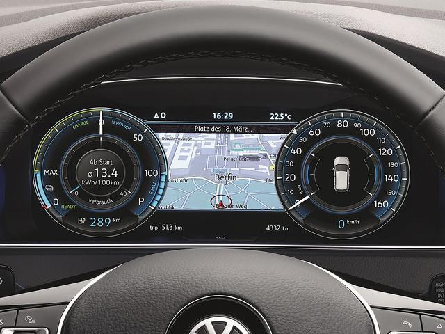 Volkswagen_e-Golf_Active_Info_Display.jpg