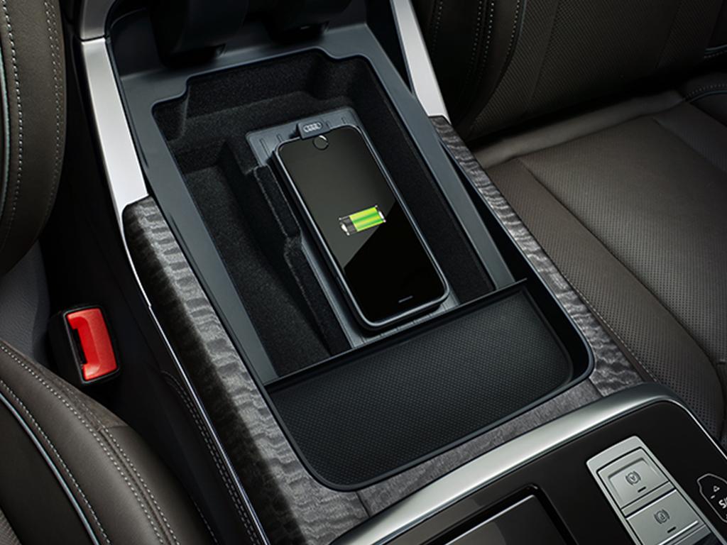 De Audi Q8 - Audi Phone Box