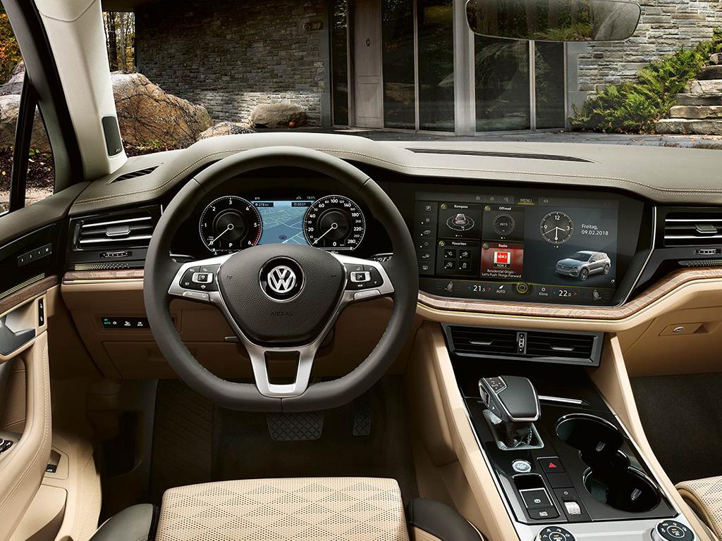 Volkswagen Touareg - Invision cockpit