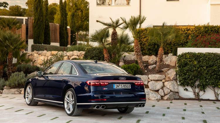 Uit de startblokken Audi S8 en A8 met V8-power 11